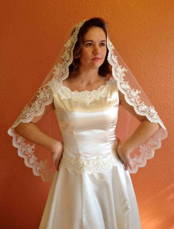 Bridal Lace Veil Wedding In Hip Length Mantilla With Beaded Edge Alencon