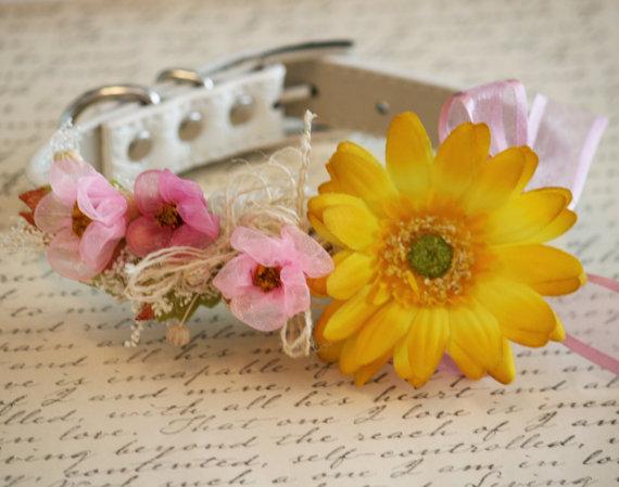 Свадьба - Pink and Yellow Floral Dog Collar, Pet wedding Accessory, Spring Wedding Accessory, Garden Wedding idea, Dog Lovers, Pink and Yellow
