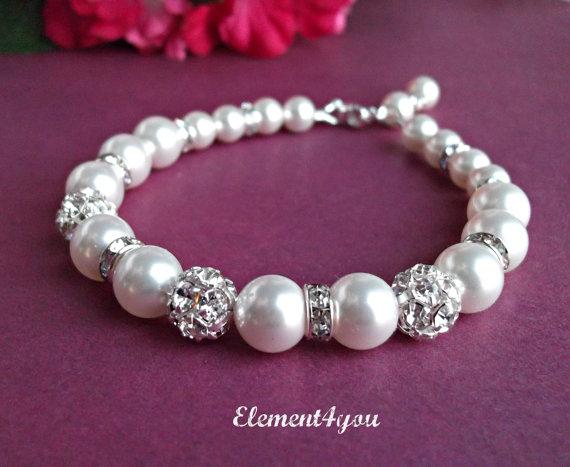 Wedding - Bridal bracelet. Bridesmaid bracelet. Wedding pearl bracelet. Bridesmaid jewelry. Rhinestone pearl bracelet. Swarovski Pearls ivory