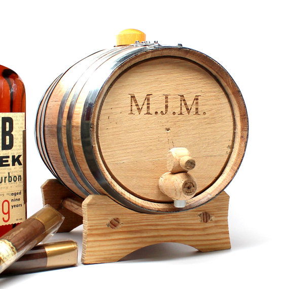 Свадьба - Rustic Whiskey Barrel: 2 liter Oak Barrel - Personalized Groomsmen Gift, Christmas, Father's Day, Dad, Men's Gifts