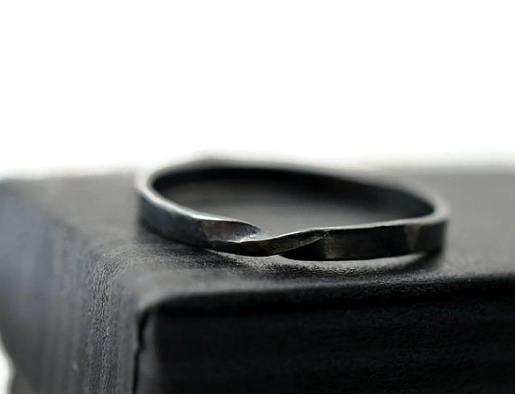 Свадьба - Black Mobius Ring, Oxidized Silver Ring, Black Wedding Band, Unisex Ring, Mathematical Ring, Science Jewelry