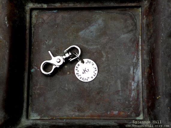 Mariage - The MONOGRAM Salty Dog Key Fob -  CUSTOM Longitude Latitude - Grads,  Dads and Groomsmen - Personalized Nickel or Brass Key RIng