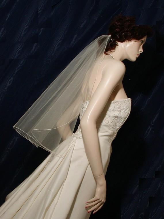 Свадьба - 1 Tier Elbow/Waist  Bridal Veil with delicate Pencil Edge Cascading Waterfall Style Very elegant