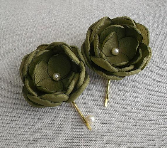 Wedding - Olive green fabric flowers in handmade, Olive hair alligator clip bobby pin shoe clip, Bridesmaids, Olive Weddings, Flower girls Gift, Set