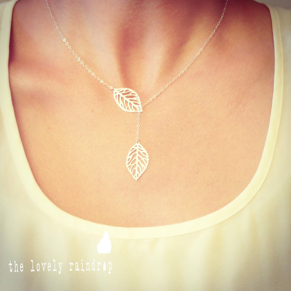 Свадьба - Leaf Lariat Petite - silver grey white small delicate leaf pendants - sterling silver chain - Wedding Jewelry - Bridal - Dainty Small