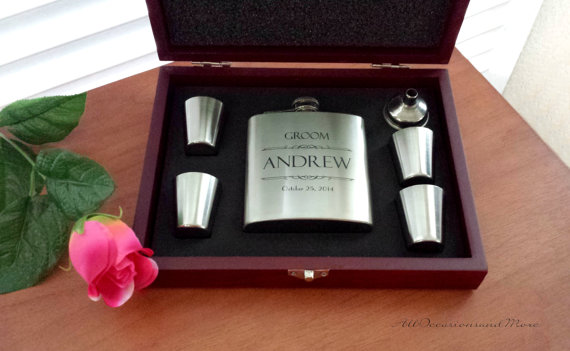Свадьба - 5 (Five) personalized stainless steel flask gift sets in wood boxes for wedding party, bridesmaids, groomsmen, birthday, anniversary