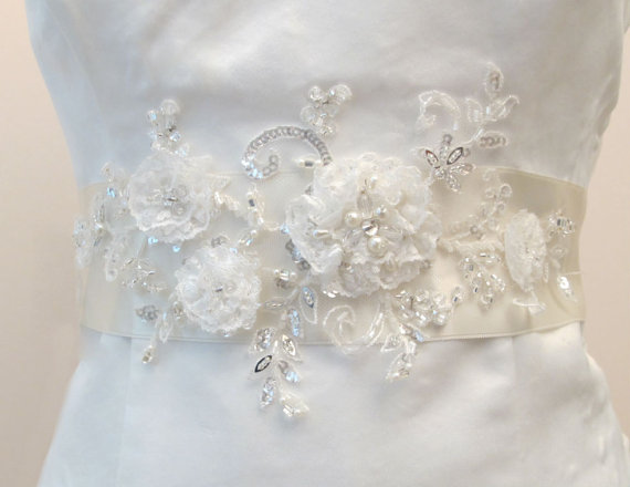Mariage - Wedding sashes Ivory Beaded Flower Belt Bridal Wedding Sash Bridal Light Ivory- Off white 3D Applique