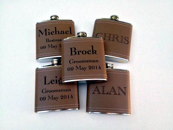 Свадьба - Groomsmen Gift - Set of 3 Custom Engraved Liquor Flask - Monogrammed Flasks - Groomsman - Best Man - Ring Bearer Gift - White Gift Box