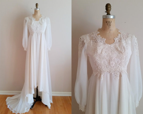 Mariage - Vintage 1960s Wedding Dress / 60s Wedding Gown / Applique Lace / XS