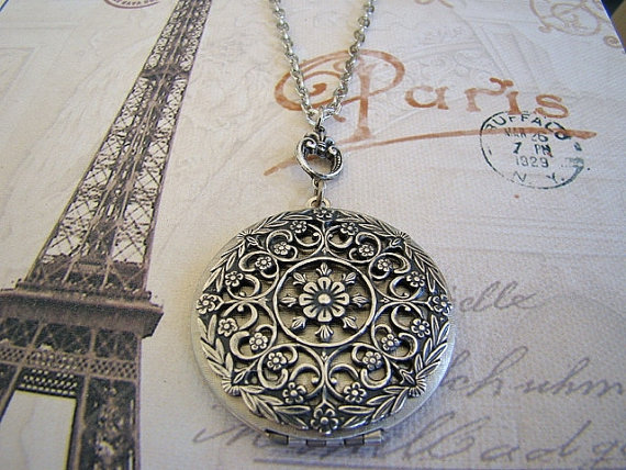 Свадьба - Large Silver Floral Locket Necklace Wedding Jewelry Bride Bridesmaid Mother Sister Wife Friend Daughter  Original  Photo Picture - Gretchen