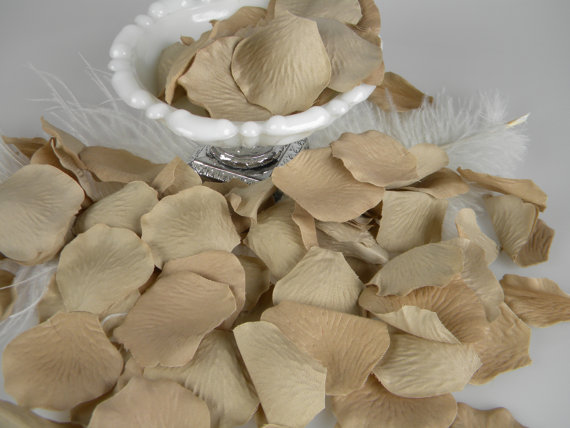 Свадьба - 200 Rose Bulk Rose Petals - Artifical Flower Petals - Taupe Tan Sand Beige Putty Wedding Decoration - Romantic - Flower Girl Basket Petals