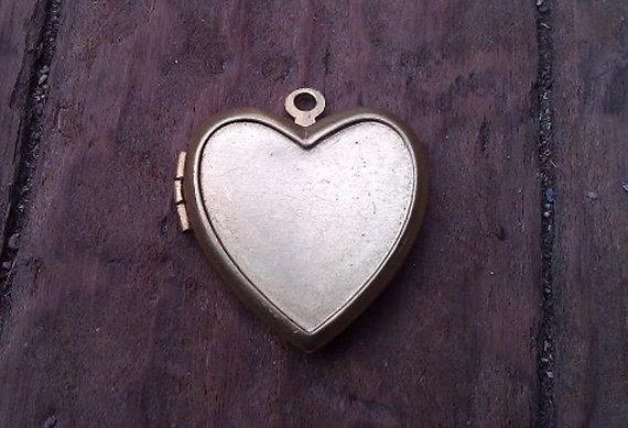 Wedding - One Vintage Brass Heart Locket. 23 mm. New Old Stock.