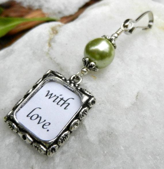 Mariage - Wedding bouquet photo charm. Memorial photo charm with green pearl. Brides keepsake.