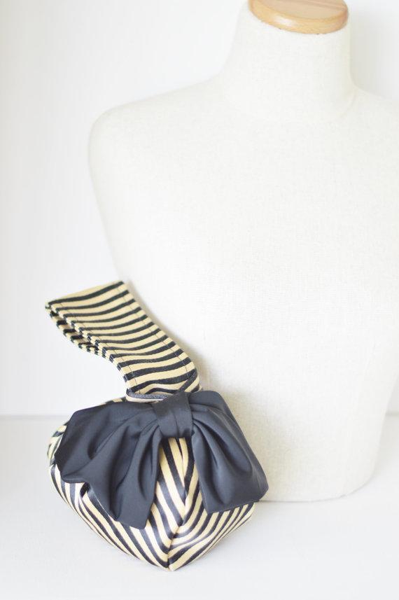 Hochzeit - Black and tan purse,evening clutch, small purse,bow clutch,bridal clutch,wedding clutch,bridesmaid gift,evening bag, wristlet purse, gift
