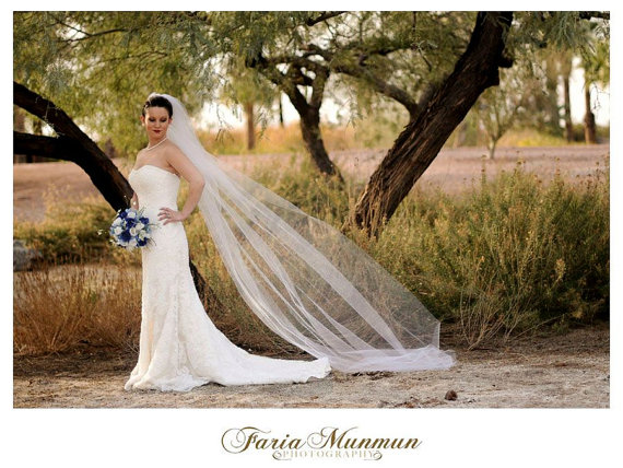 Mariage - Catherdal veil ivory, white or diamond white long veil 108' by 108' wedding veil pearls on comb raw edge cut circular bottom