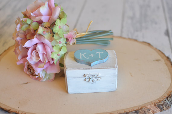 Свадьба - Rustic Wedding Ring Box Keepsake or Ring Bearer Box- Personalized Comes With Burlap Pillow. Ships Quickly.