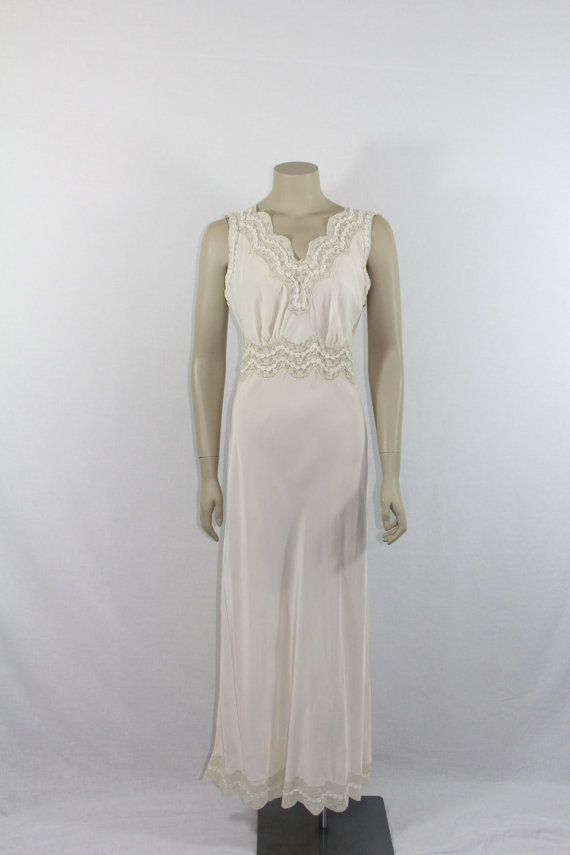 Mariage - 1930s Long Nightgown   - Ivory Silk and Lace Bias Cut Wedding Lingerie