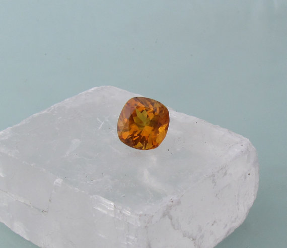 Mariage - Sapphire Square Cushion Shape Over 5 cts Fine Orange Golden Gemstone for Engagement Ring