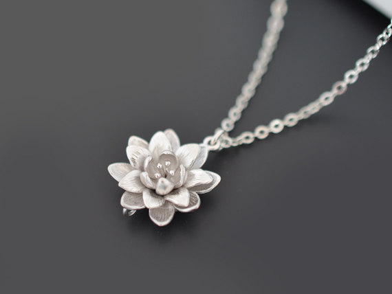 Mariage - SALE, Chrysanthemum necklace, silver necklace, Flower necklace, Wedding necklace, Bridal jewelry, Bridesmaid gift,Anniversary,Christmas gift