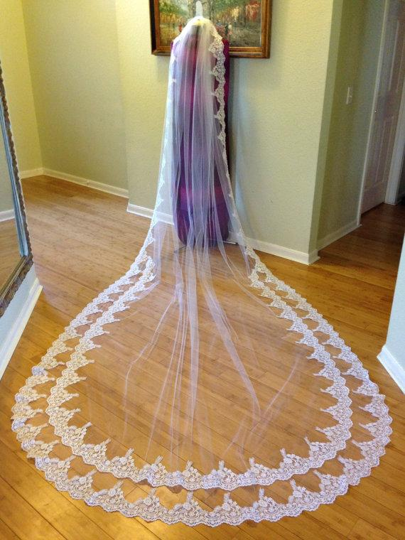 Mariage - Cathedral lace veil with two rows of lace on the bottom, with gathered top on a comb, beaded lace wedding veil, luscious lace  bridal veil