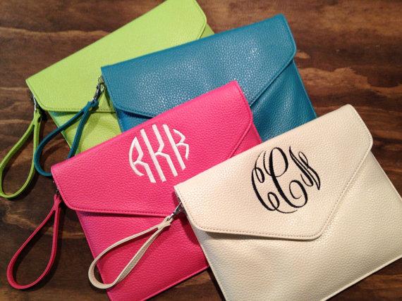 Hochzeit - Monogrammed envelope clutch, wristlets, cross body purse, cross body clutch, purse, tablet case, bridesmaid, wedding