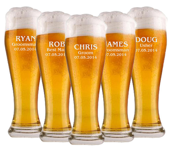 Свадьба - 9 Groomsmen Beer Glasses, Personalized Pilsner Glass, Engraved Glasses, Beer Mug, Wedding Party Gifts, Gifts for Groomsmen, 16oz Glasses
