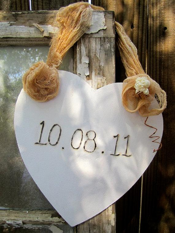 Mariage - Save The Date Here Comes The Bride Sign for Flower Girl or Ring Bearer Rustic Shabby Chic Outdoor Wedding Photo Prop Sign