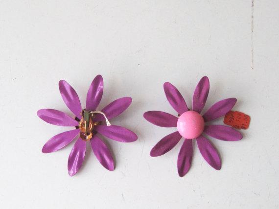 Свадьба - Vintage Flower Power Enamel Earrings 60s Hippie Daisy Earrings NWT