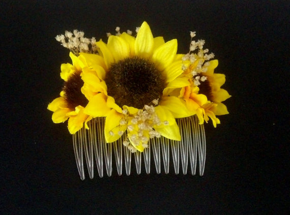 Hochzeit - Sunflower hair comb Barn Weddings summer Bridal party accessories flower girl summer hairpiece silk and dried flowers Baby's Breath Woodland