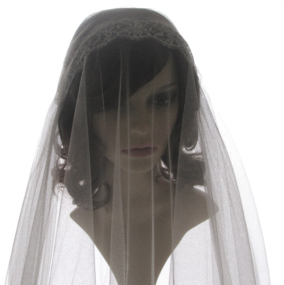 Mariage - 1920s style wedding  veil -  couture bridal cap veil - cap veil with blusher-- Exquisite