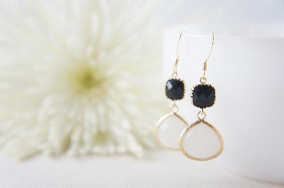 Свадьба - Black and white dangle earrings, wedding, bridesmaid, gift