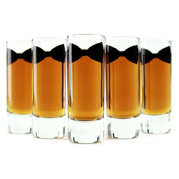 Свадьба - Groomsmen and Best Man Gifts // Personalized Bow Tie Shot Glasses // Set of 5 - 2oz Shooters
