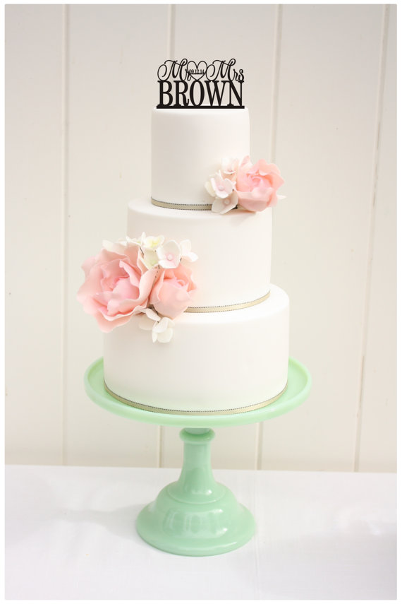 Свадьба - Wedding Cake Topper Mr and Mrs Topper Design With YOUR Last Name and Wedding Date