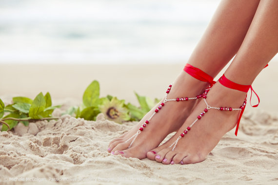 Свадьба - Barefoot beach shoes, red poppy footless sandals, beach bridal jewlery, bridesmaid toe ring anklet, summer wedding shoes. GEORGIA Red