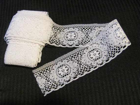 "Hochzeit - Vintage White Lace Sewing Trim - 2"" Inch Wide  - 4 Yards Total (#222)"