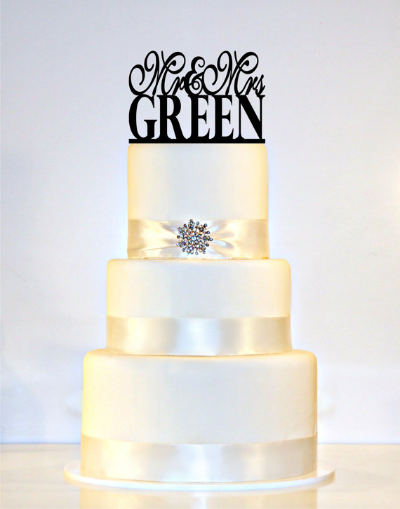 """Mariage - Monogram Wedding Cake Topper Or Sign personalized with """"Mr & Mrs"""" and YOUR Last Name"""