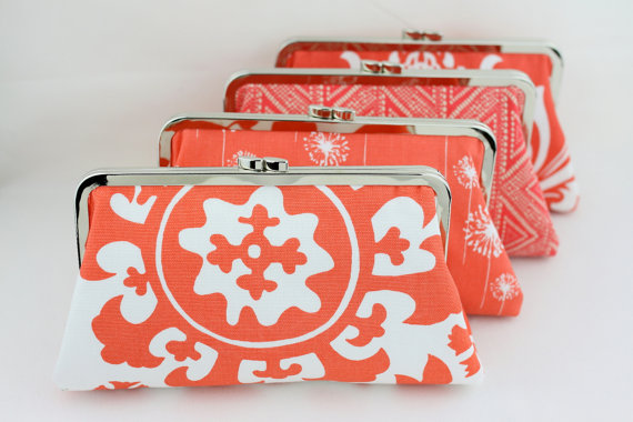 Mariage - Coral Bridesmaids Clutches / Customized Bridesmaid Clutch / Personalized Bridesmaid Gift / Wedding Party Gift - Set of 5