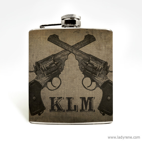Свадьба - Crossed Revolver Guns Hip Flask 6oz Flask Stainless Steel Mens Flask Urban Cowboy Groomsmen Outdoorsman Hunting
