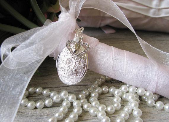 Свадьба - Crystal Hearts Bouquet Locket, Wedding Keepsake
