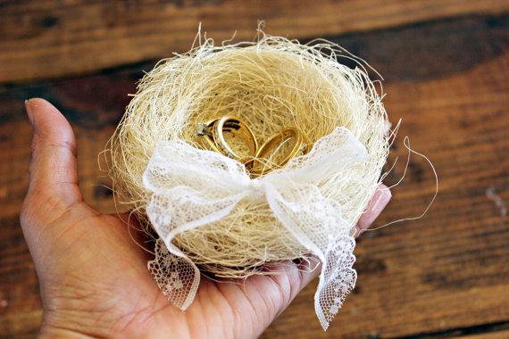 Mariage - woodland ringbearer pillow .  bird nest wedding pillow .  keepsake box ring pillow . ring bearer alternative box