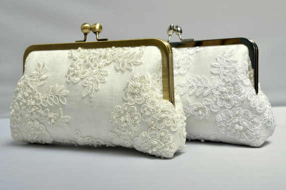 Mariage - French Lace Pearl Bridal Clutch, Ivory Bridal Clutch, Formal Purse, White Clutch, Lace Wedding {French Lace & Pearl Bridal Kisslock}