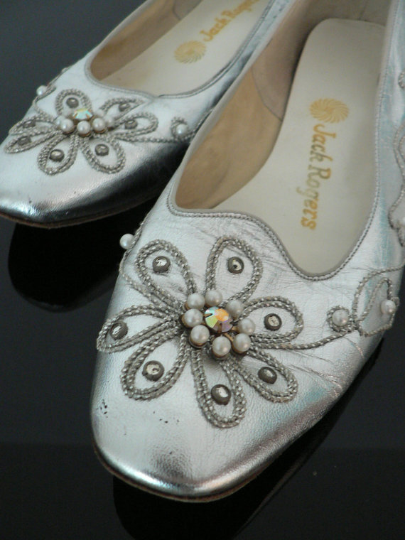 Mariage - vintage 1960s mod silver shoes / 60s silver beaded rhinestone pearl heels / 60s wedding party shoes