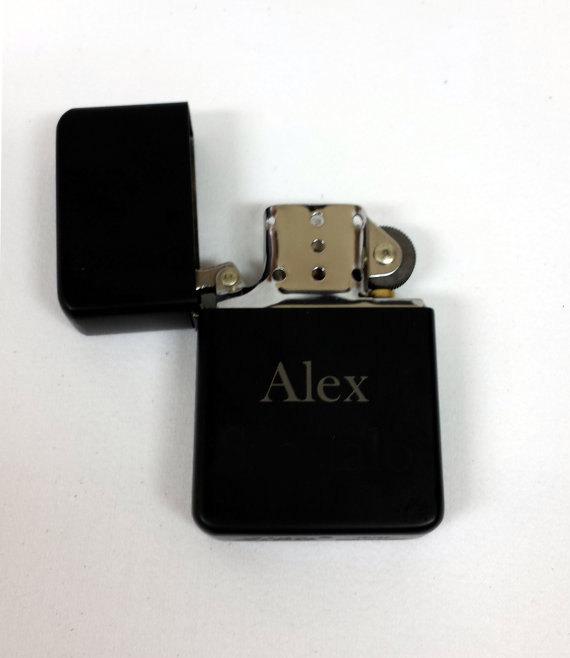 Свадьба - Engraved Lighter , Black, Refillable Lighter,  Best Man Gift, Engraved Lighter, Groomsmen Gift, Wedding Favor, Personalized Lighter, Gift,