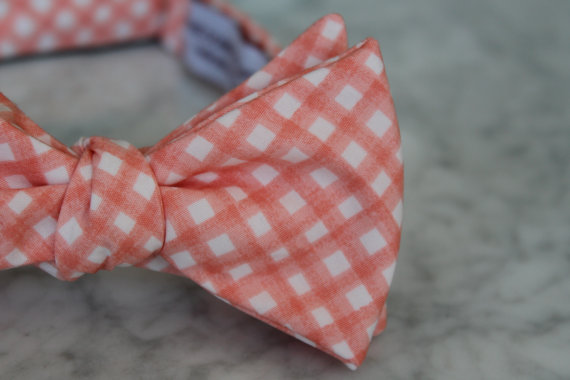 Свадьба - Men's Bow Tie in Pink Coral Gingham- Self tying - freestyle - Groomsmen gift and ring bearer outfit