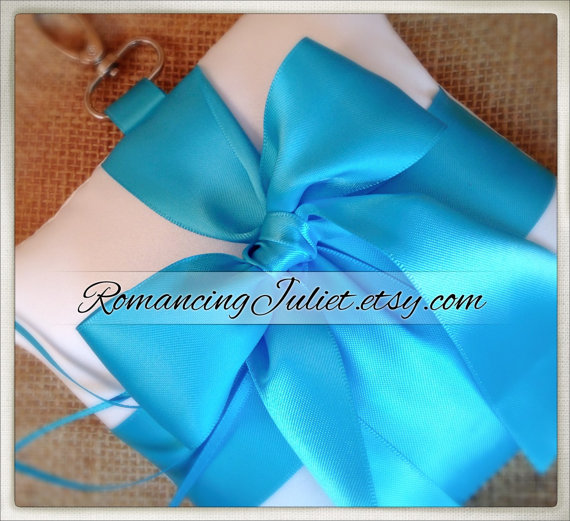 Mariage - Pet Ring Bearer Pillow...Made in your custom wedding colors...shown in white /turquoise