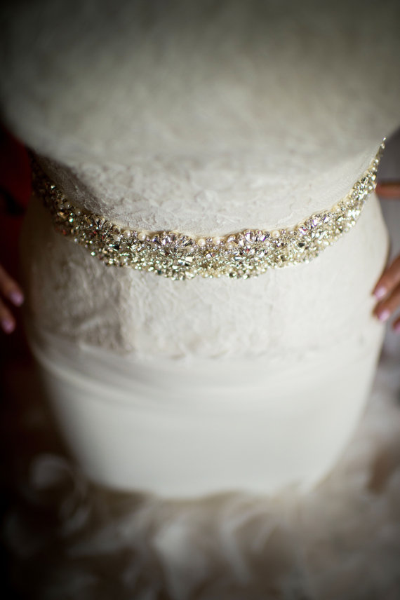"Свадьба - Crystal Rhinestone & Pearl Bridal Sash, Wedding Belt, Ivory Crystal Bridal Sash, 24"" of Rhinestones - AMELIE"