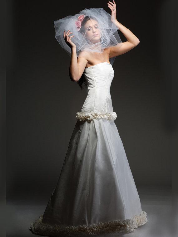 Hochzeit - DAYDREAM - Couture Bubble - Poof  veil, shoulder length / retro glam / optional flowers