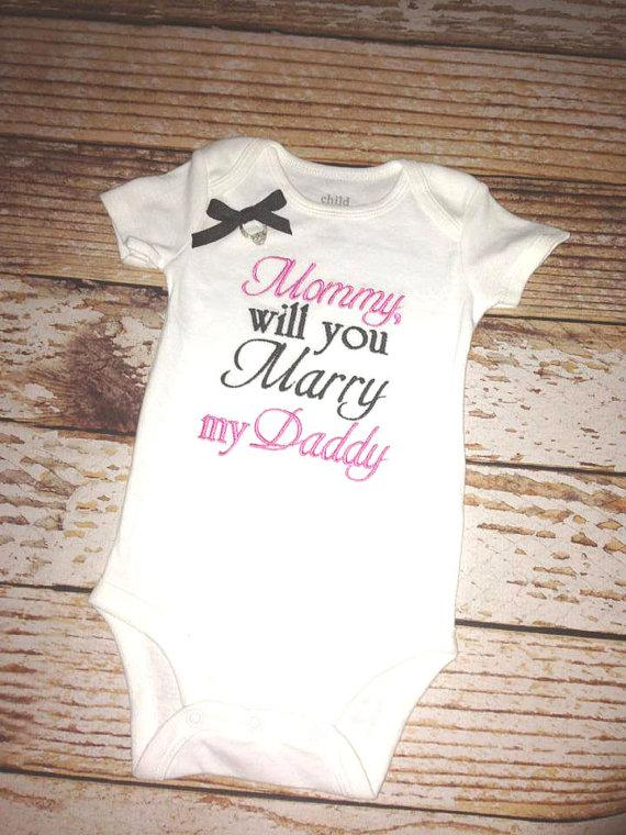 Hochzeit - Mommy will you Marry my Daddy Embroidered Shirt- wedding proposal- Proposal- New Baby- Wedding Announcements- Engagement- Marriage Proposal
