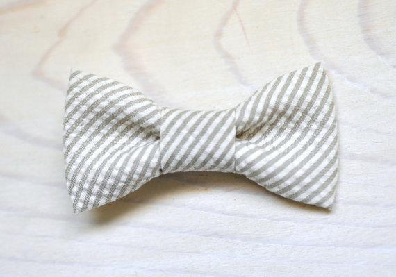 Свадьба - Khaki seersucker Bowtie for Newborn Infant Toddler Youth - Tan stripe bow tie ring bearer birthday photo prop father son sibling set groom