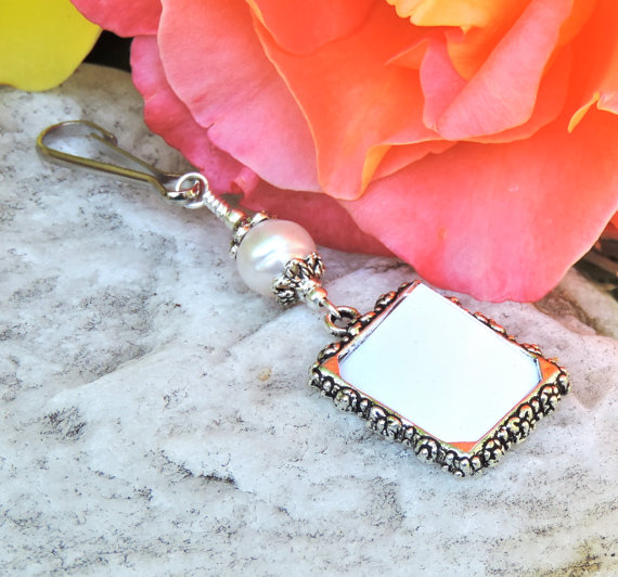 Свадьба - Wedding bouquet photo charm with Freshwater pearl. Memorial photo charm for a bride's bouquet.
